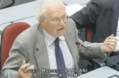 deputati telefono cardani agcom litiga con due deputati per il telefonino