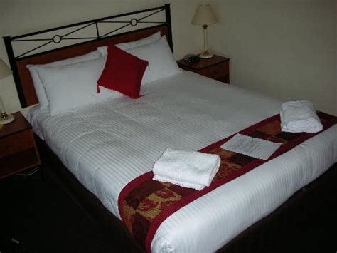 room with 1 double bed picture of metro hotel miranda