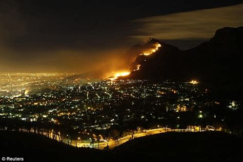mt lights pictured dramatic blaze engulfing cape town s table
