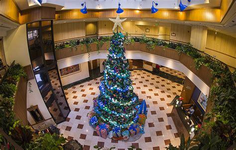 enjoy the holidays at the hotels of the disneyland resort 171 disney parks
