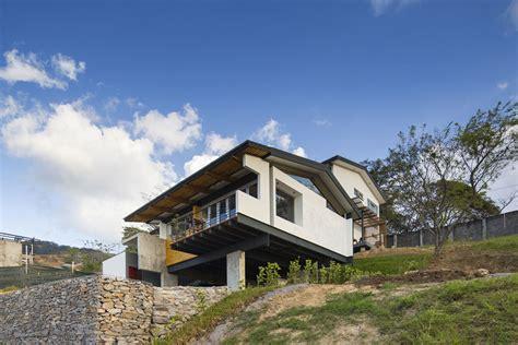 casa d ladera casa en ladera aarcano arquitectura plataforma