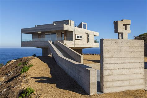 poured concrete house concrete holiday home chile gubbins arquitectos 1 jpg