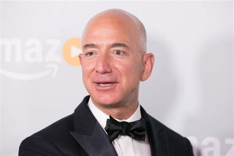 amazon jeff bezos what makes amazon ceo jeff bezos such a visionary leader