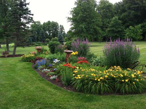 Perennial Garden Ideas 25 Best Ideas About Perennial Gardens On Summer Bedding Plants Flower Garden