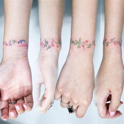 tatuaggio bracciale fiori 1001 idee di tatuaggi fiori per scegliere quello ad hoc
