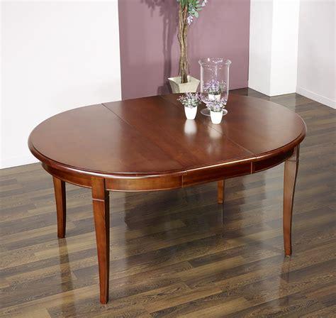 table ronde avec allonges 1276 table ronde 4 pieds sabres en merisier massif de style