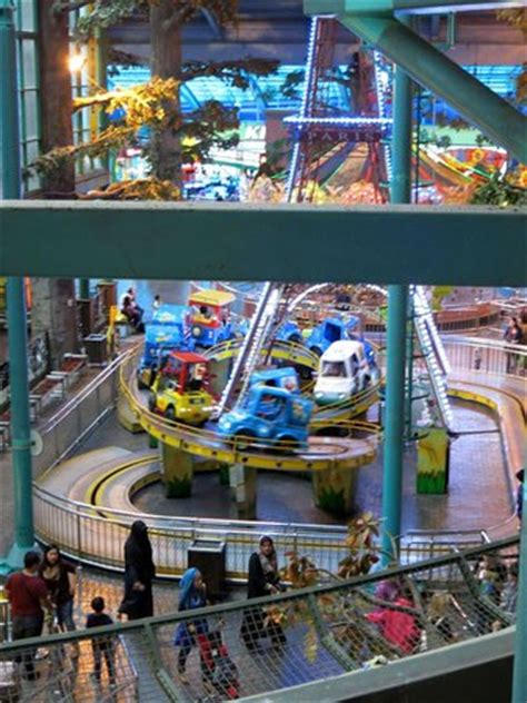 theme hotel free web arcade shopping arcade indoor theme park picture of first world