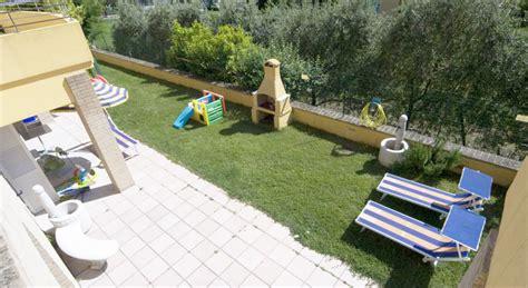 giardini conero giardino esterno residence vicino sirolo residence riviera