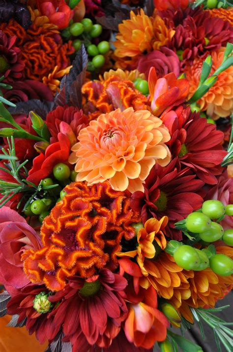 fall flowers in season top 5 flowers in season for your fall wedding