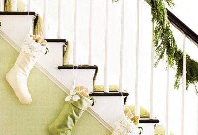 hang stockings without mantle lindas escaleras decoradas por navidad paperblog