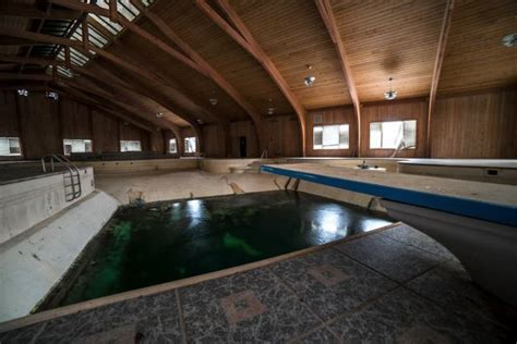 mike tyson house southington ohio mike tyson s abandoned mansion must see photos and video