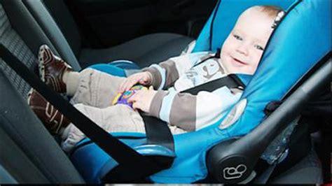 Babyschale Im Auto Befestigen by Babyschale So F 228 Hrt Ihr Baby Sicher Im Auto Mit