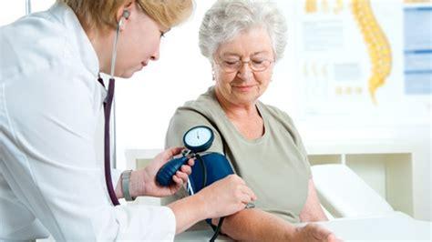 ab wann ist hoher blutdruck gefährlich bluthochdruck im alter worauf sie achten sollten