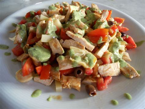piatti leggeri da cucinare insalata di pollo con salsa di basilico ricette della nonna