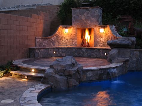 Rumford Outdoor Fireplace by Sessler