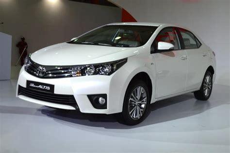Toyota Corolla Altis Price India New Toyota Corolla Altis Versus Rivals Price Comparison