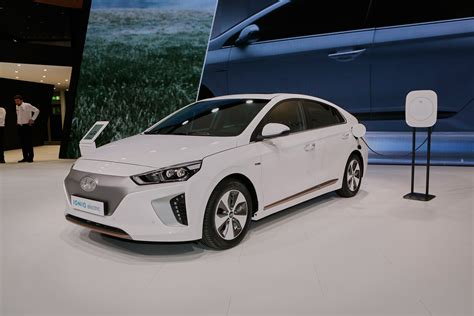 electric cars 2017 2017 hyundai ioniq electric to offer 110 miles of range