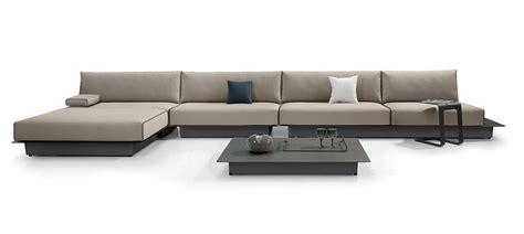 divani ad l divani con penisola e ad angolo al salone mobile