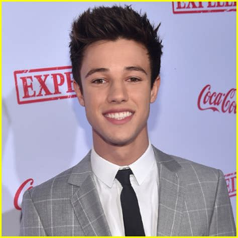 cameron dallas hair vine star hints he is going to shave cameron dallas confesses his love on twitter is he taken