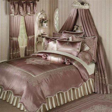 White Comforter Bedroom Design Ideas 2014