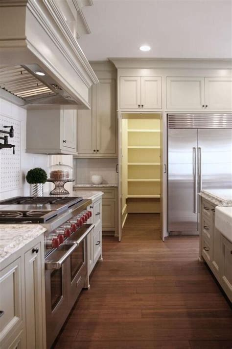 Kitchen Layouts With Walk In Pantry by Best 25 Pantry Ideas On Rooms