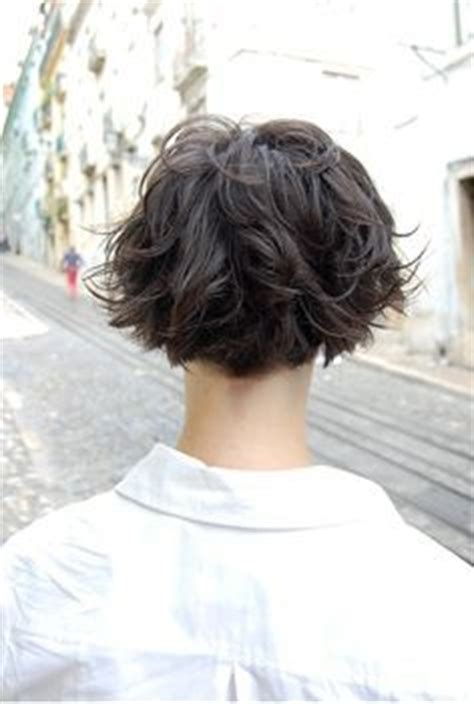 curly wedge hair cutting instructions short haircuts for curly hair on pinterest halle berry