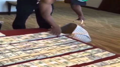 mayweather money stack floyd mayweather s stacks of money youtube