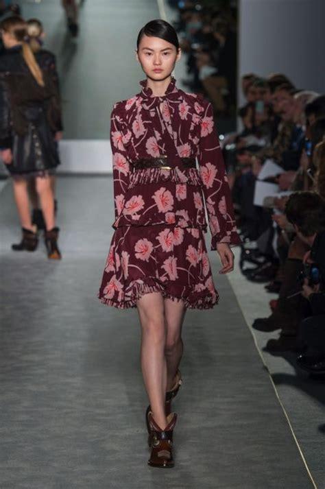 fiori autunno inverno i vestiti a fiori di moda per l inverno 2017
