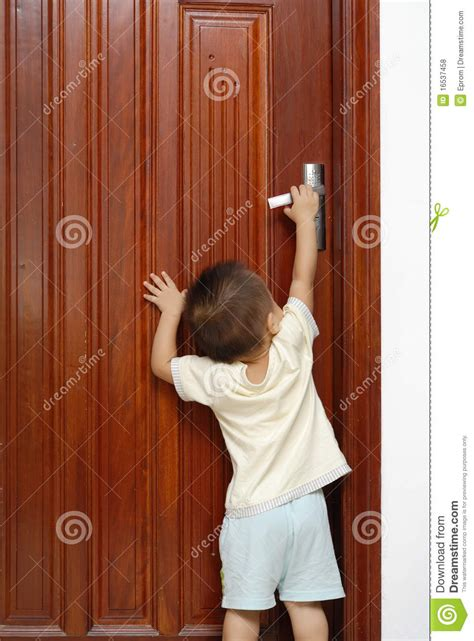 Child The Doors by Opening The Door Royalty Free Stock Photos Image 16537458