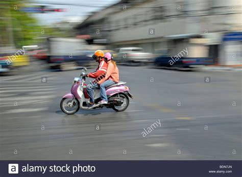 Motorrad Sozius Ohne Helm by Passenger Pillion Stockfotos Passenger Pillion Bilder