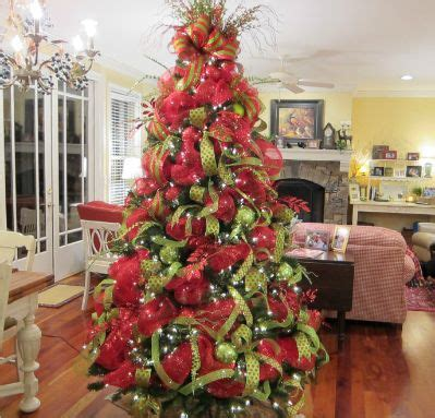 How To Decorate Garland With Ribbon by Trees With Mesh Ribbon Beautiful Deco Mesh