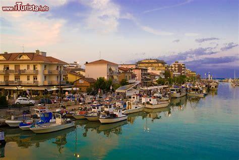 porto canale porto canale di bellaria igea marina foto bellaria igea