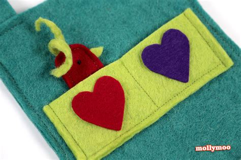 Felt Handmade - mollymoocrafts try it handmade felt storybags