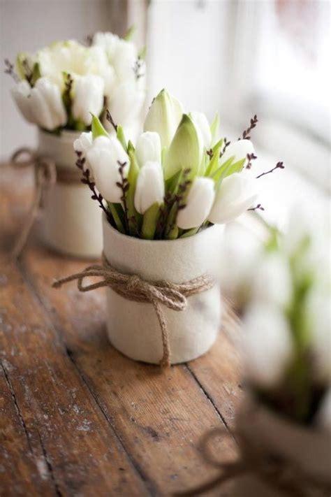 tulpen im glas wei 223 e tulpen im glas mit filz umwickelt wohnidee