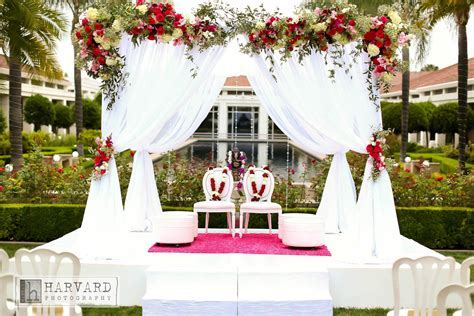 Very simple, yet elegant white mandap. Perfect for an
