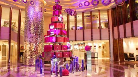 Pohon Natal Ungu cantiknya pohon natal ungu di lobi mandarin