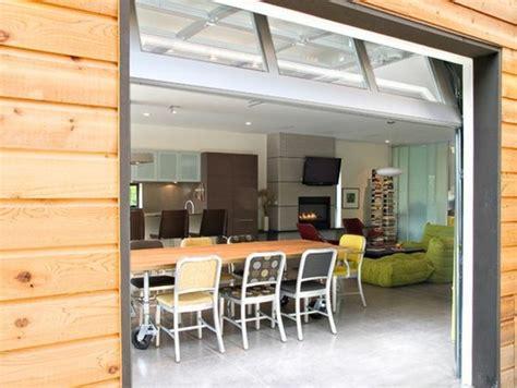 Charmant Amenager Un Garage En Chambre #2: idee-amenagement-garage-surprendre-vos-hotes-table-en-bois.jpg