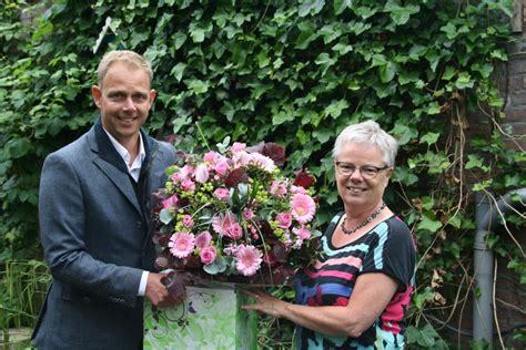 bloemen bezorgen enkhuizen webwinkel deen nl verkoopt 10 000ste boeket onswestfriesland