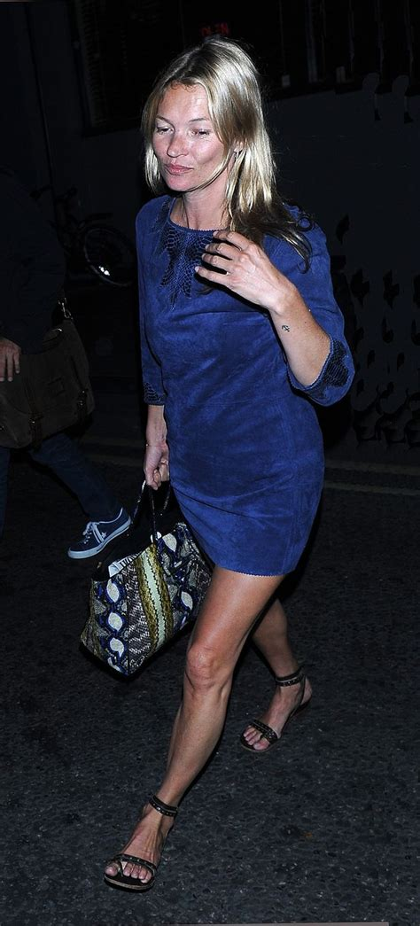 kate moss flat shoes a make up free kate moss steps out in a midnight blue