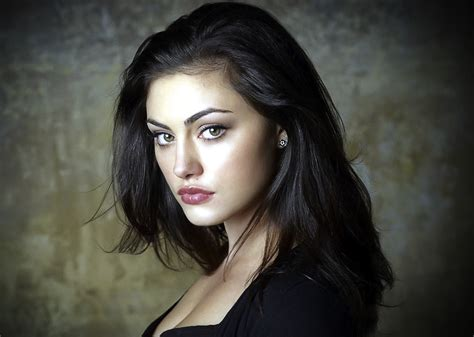 phoebe tonkin reading mortal instruments tmi source