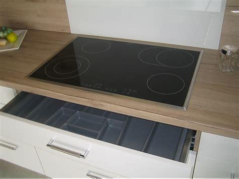 küche weiß matt wohnzimmer in blau