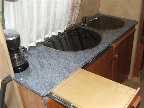 ausziehbare arbeitsplatte hobby 600 ein wohnmobil ist kult mit liebe zum detail
