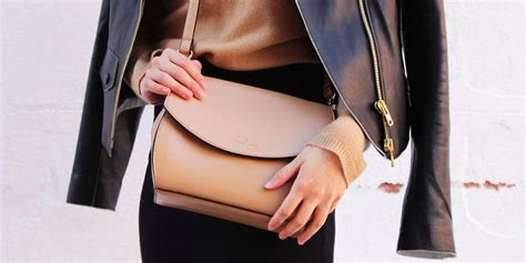 8 Things Every Modern Can Do by 14 Things Every Modern Should Carry In Purse