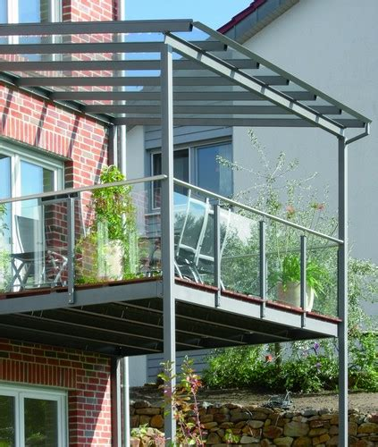 terrasse glasdach balkon aus stahl mit glasdach und glasbr 252 stung