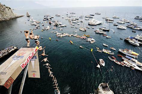 bull cliff dive 絶景に向かってダイブ 世界の崖から飛び込むエクストリームスポーツ cliff diving world series