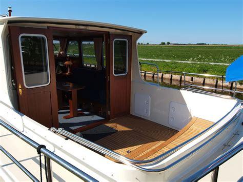 motorboten met open kuip iris 2 4 personen met grote open kuip boten huren in