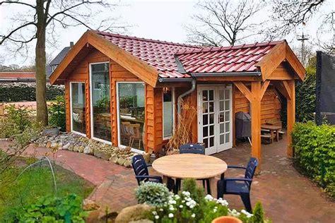 gartenhaus als wohnhaus das hexenhaus gartenhaus als schlafh 252 tte in niederbayern
