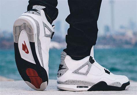Kaos Kaki Nike Air White 02 nike air retro 4 cement progress