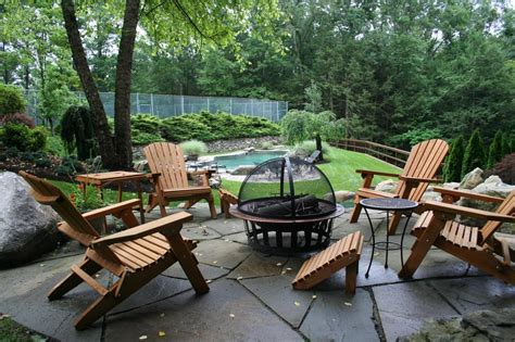 10 Amazing Backyard Fire Pits For Every Budget Hgtv S Backyard Pit
