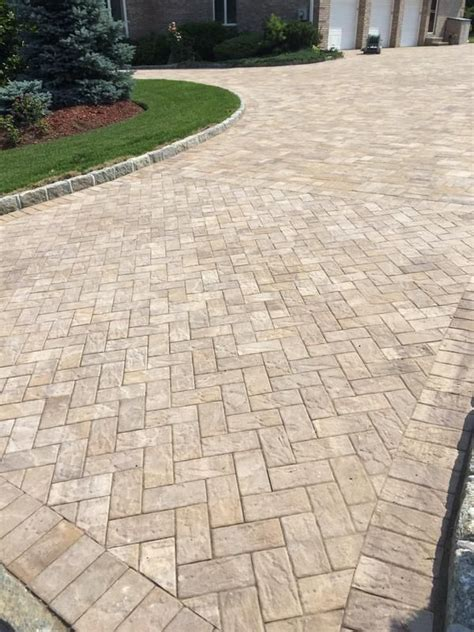 Cambridge Pavers This Gorgeous Driveway Was Created Using Chestnut